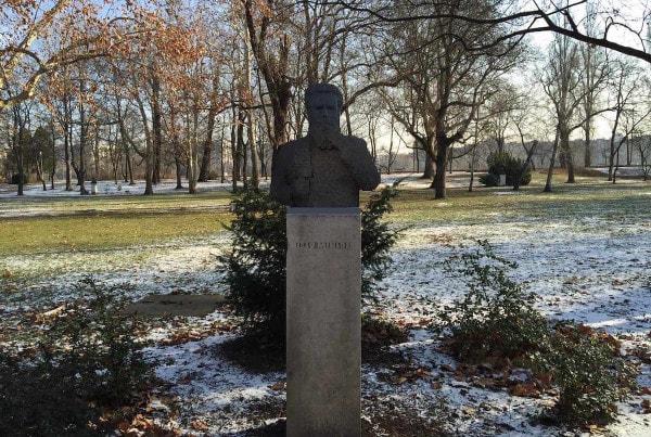 lego-statue