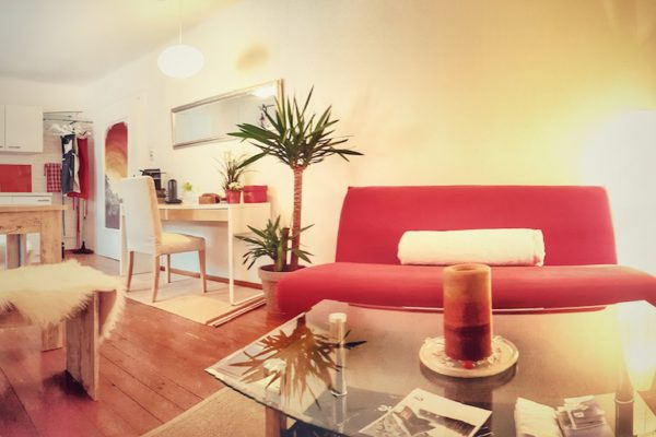 40m2 und 2ha für dich. Dein Wohnzimmer mit Sitz- & Leseecke, Couch...