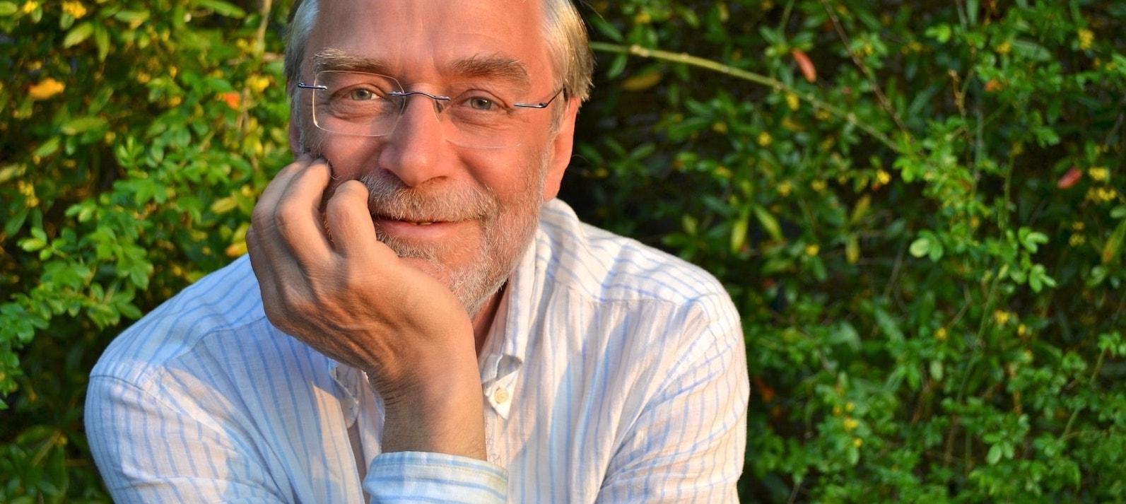 Geht das Reisen den Bach runter? // Unser Podcast mit Prof. Dr. Gerald Hüther.