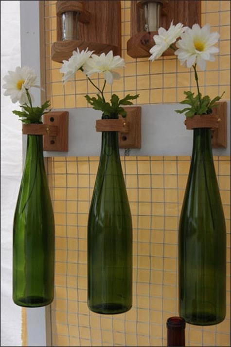 Hängende Vasen aus Flaschen
