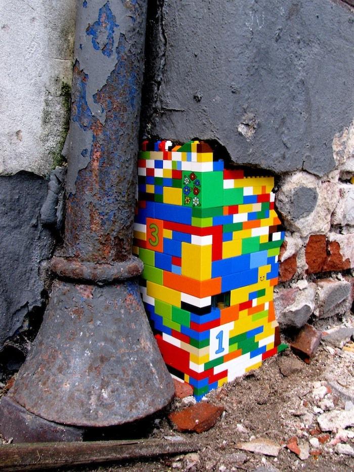 (Mitmach-)Kunst für die Straße: Lego Grafittis