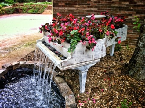 Klavier-Brunnen