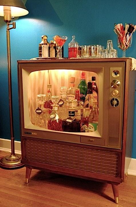 Bar aus altem Fernseher